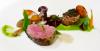 Gebratenes Kalbsfilet auf Erbsenpüree mit Steinpilzen, Gemüse und Pommes Dauphine - dazu ein kräftiger creminger Weißwein