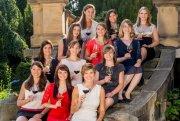Die zwölf Kandidatinnen für den Vorentscheid zur Wahl der 67. Deutschen Weinkönigin.