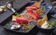 Schöne winterliche Vorspeise: Rote-Bete-marinierter Lachs