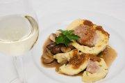 Ein guter Schoppen soll auch mit regionalem Essen harmonieren, z.B. mit gefüllten Klößen.