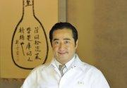Hisato Nakahigashi praktiziert Tsumikusa, wofür er die Zutaten selbst frisch in der Natur sammelt.