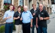 Weingut Albert Kallfelz, die leitenden Personen (von links): Florian Scheidt, Betriebsleiter; Andrea und Albert Kallfelz; Dennis Lehmen, Kellermeister; Michael Wirtz, Außenbetriebsleiter.