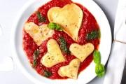 Für ein romantisches Abendessen - Herzpasta mit Tomatensoße