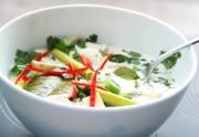 Asiatische Hühnersuppe Tom Kha Gai. Foto: Excellence Kochschulen