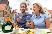 Feiern mit Frankenwein: Der neue Wein- und Winzerfestekalender zeigt, welche Veranstaltungen sich besonders lohnen.