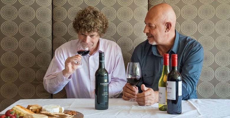Winemaker Peter Gajewski (rechts) sowie Phil Reedman, Master of Wines, der das Weingut berät. Foto: Cocoon Studio