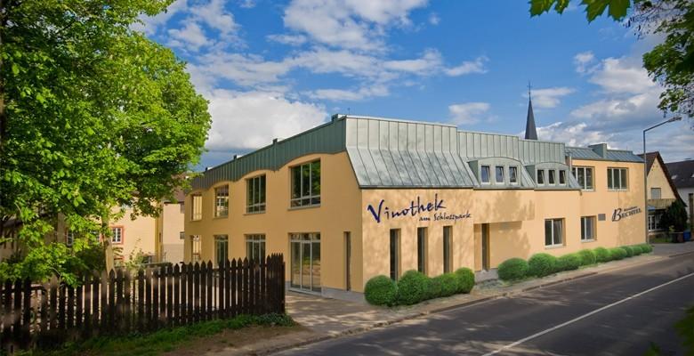 Weingut Residenz Bechtel in Worms-Heppenheim: Hier das gutseigene Hotel mit Vinothek in Worms-Herrnsheim
