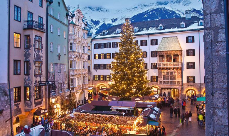 Der größte und älteste Innsbrucker Christkindlmarkt vor dem Goldenen Dachl. Foto: Christof Lackner