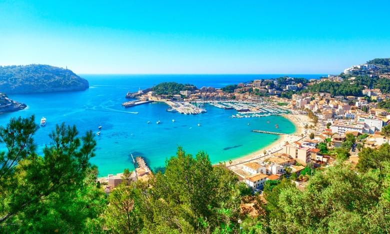 Mallorca: Tipp Karwoche – Tipp Mallorquiner Wein Traumziel trotz Corona. Im Bild: Port-de-Soller. Foto: pixelliebe - stock.adobe.com
