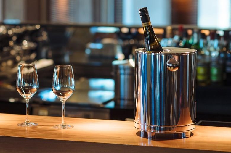 Der elektrische Weinkühler PRIOVINO – die geräuschlose Weltneuheit.