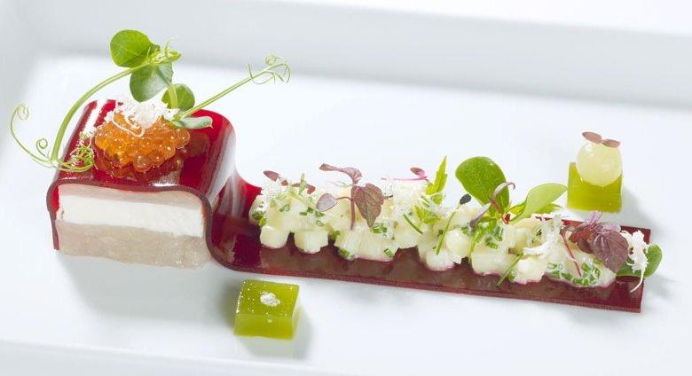 Heimische Forelle, cremiger Kartoffelsalat, Rote Bete, Meerrettich
