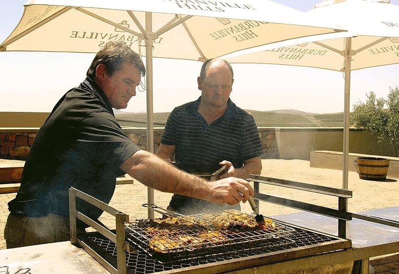 Beim südafrikanischen Braai schwingt der Gastgeber die Grillzange wie ein Szepter.