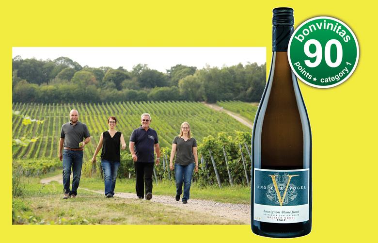 Das Weingut Knöll und Vogel: (von rechts) Nicole Vogel, Vater Manfred Vogel, Sandra Vogel sowie Stefan Trutter, Nicoles Ehemann. Familienfoto: Melanie Hubach