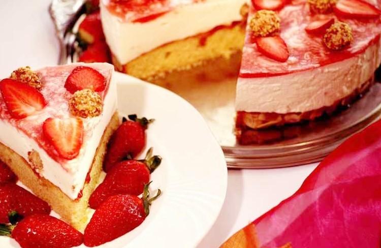 Erdbeer-Sekt-Knuspertorte: Dazu muss es prickeln - Sekt ist das Muss