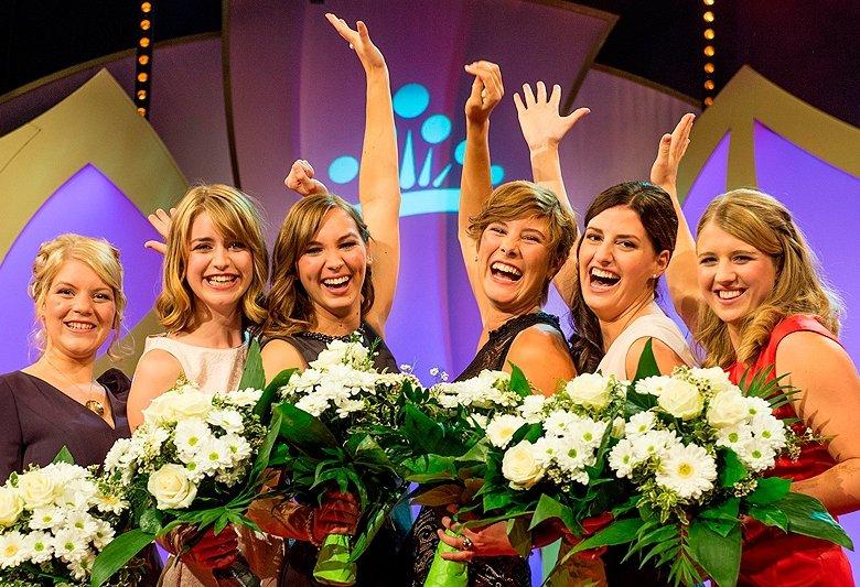 Die Finalistinnen (v.l.): Isabelle Willlersinn (Rheinhessen), Stefanie Schwarz (Württemberg), Katharina Fladung (Rheingau), Josefine Schlumberger (Baden), Lisa Dieterichs (Mosel) und Caroline Guthier (Hessische Bergstraße).