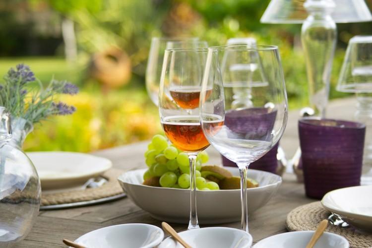 Wein, Mineralwasser, Snacks - sommerliche Happy Hour. Foto: S.Pellegrino