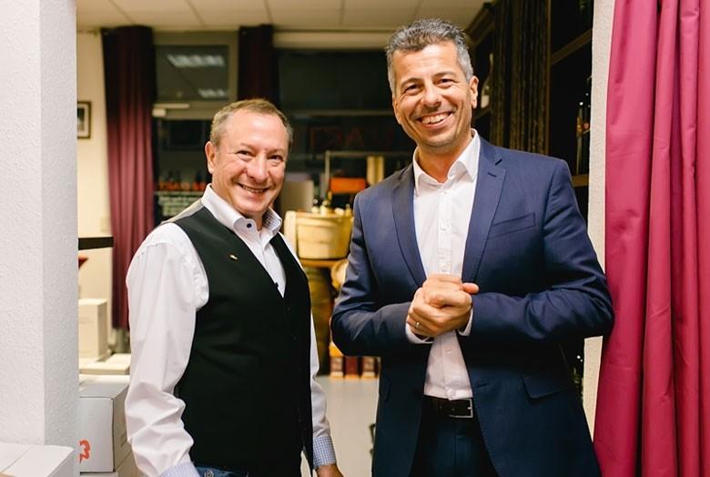 Von rechts: Andrea Vestri, Inhaber, Dozent und Sommelier der EUROPEAN WINE EDUCATION;  Sommelier und Partner Jean-Jacques Marcel.
