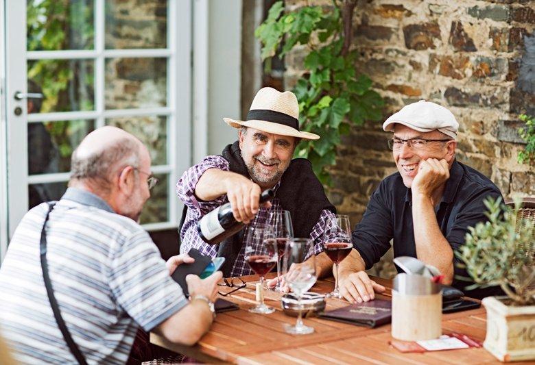 Der moderate Konsum alkoholischer Getränke als Ursache verbesserter Blutfette
