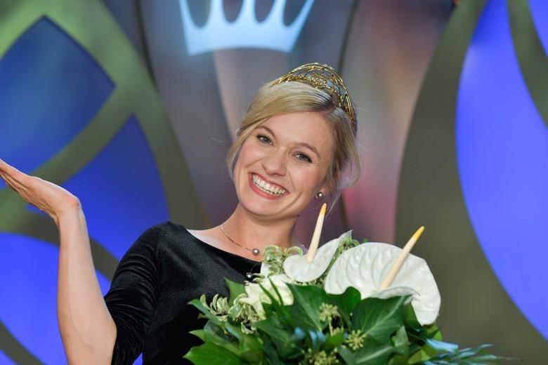 Die neue Deutsche Weinkönigin 2018/2019 heißt Carolin Klöckner und kommt aus dem Weinanbaugebiet Württemberg.