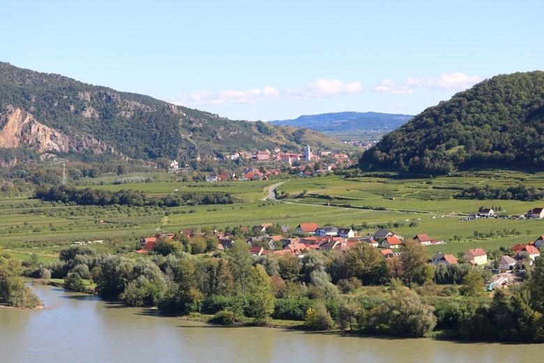Weinland Niederösterreich - mehr als nur Wachau: Wein, Kulinarik und Kunstgenuss rund um Krems. Im Hintergrund Dürnstein