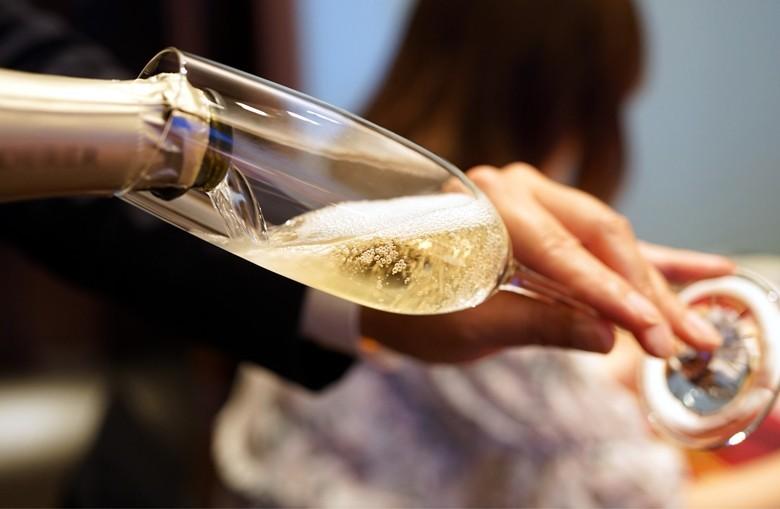 Champagner-Experte werden in vier Stunden per online-Kurs – auch für Weinfreunde. Foto: Kunio - stock.adobe.com