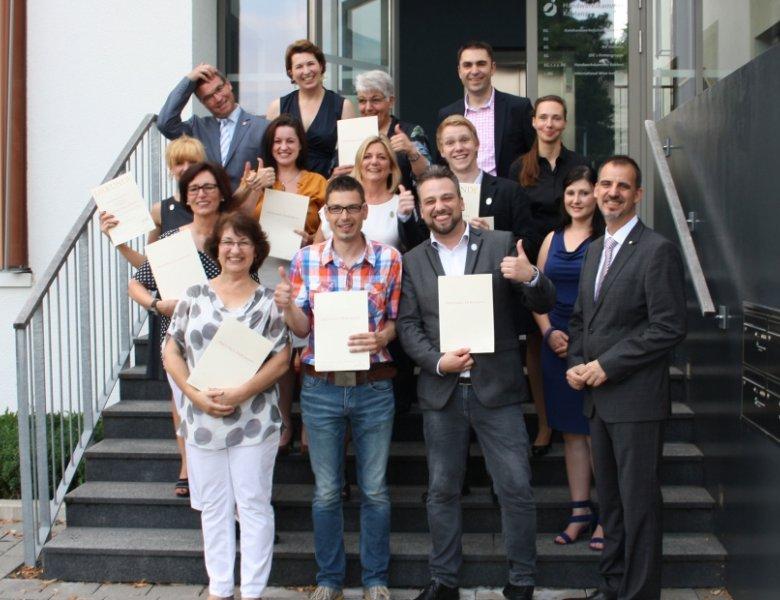 Die glücklichen Absolventen zum IWI-geprüften Fachberater mit IWI-Gründer und Geschäftsführer  Alexander Kohnen (vorne rechts).