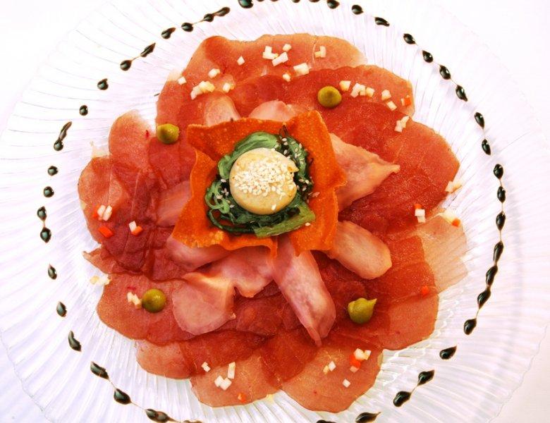 Carpaccio vom Yellow-Fin Thunfisch mit Wasabi