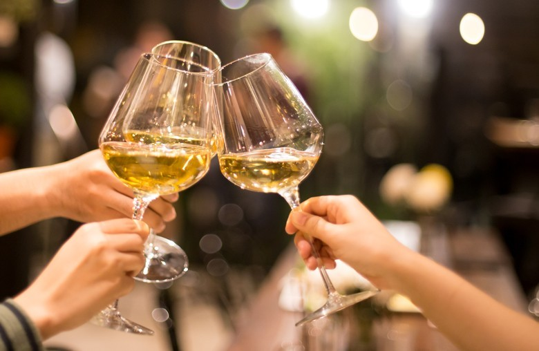 Weinkonsum leicht gestiegen – Deutsche tranken mehr Wein in der Zeit vom 1.8.2019 bis 31.7.2020 – insgesamt 17,2 Mio. Hektoliter = 86.000 Tanklastzüge
