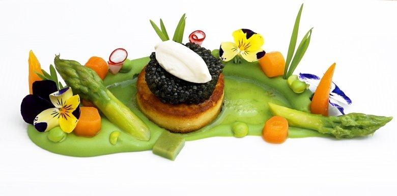 Blumenwiese: Malossol-Kaviar-Erbse-Kartoffelgalette
