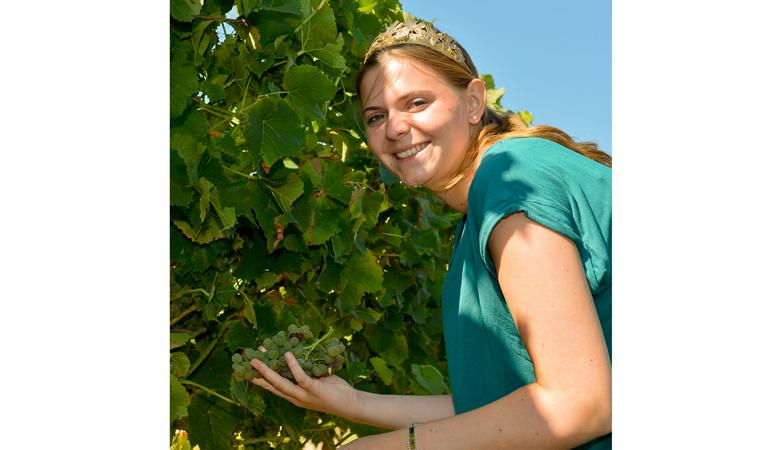 Die rheinhessische Weinprinzessin Lea Kopp beim Start der Weinlese 2018 am 6.8.2018 in Lörzweiler